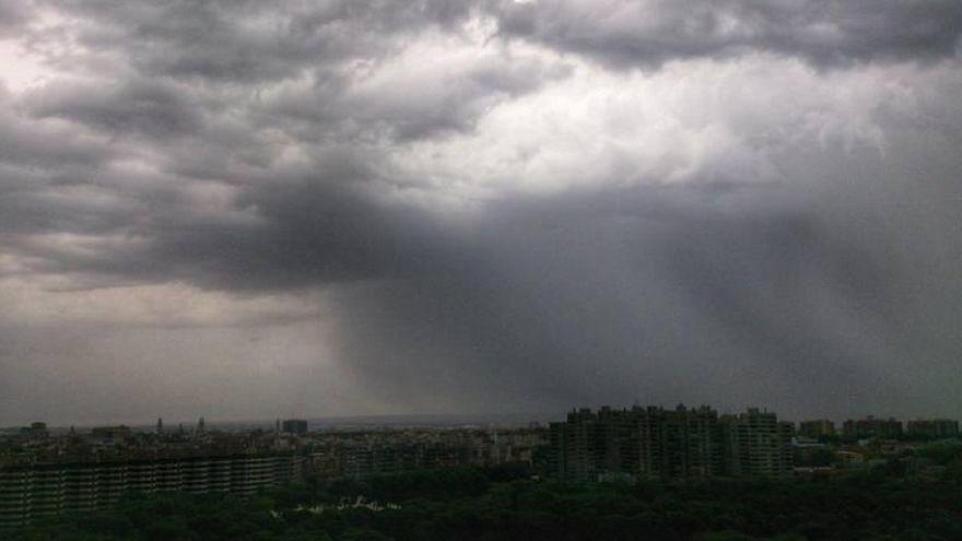 Alertas por lluvia y tormentas en Gúdar y Maestrazgo y en el Bajo Aragón