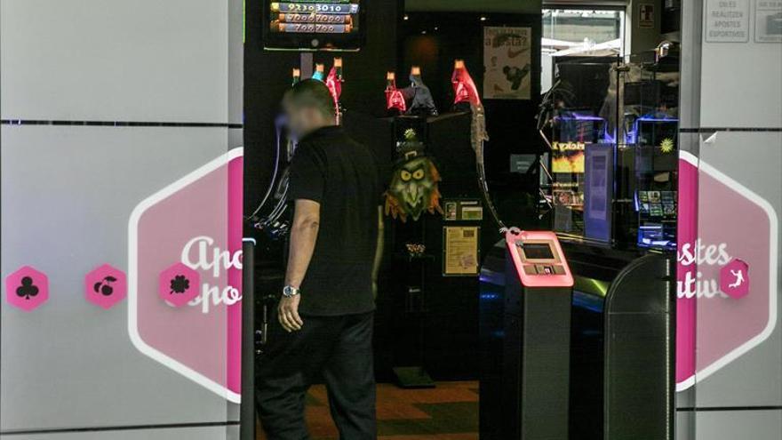 Colau prohíbe abrir más locales de juego y apuestas en Barcelona