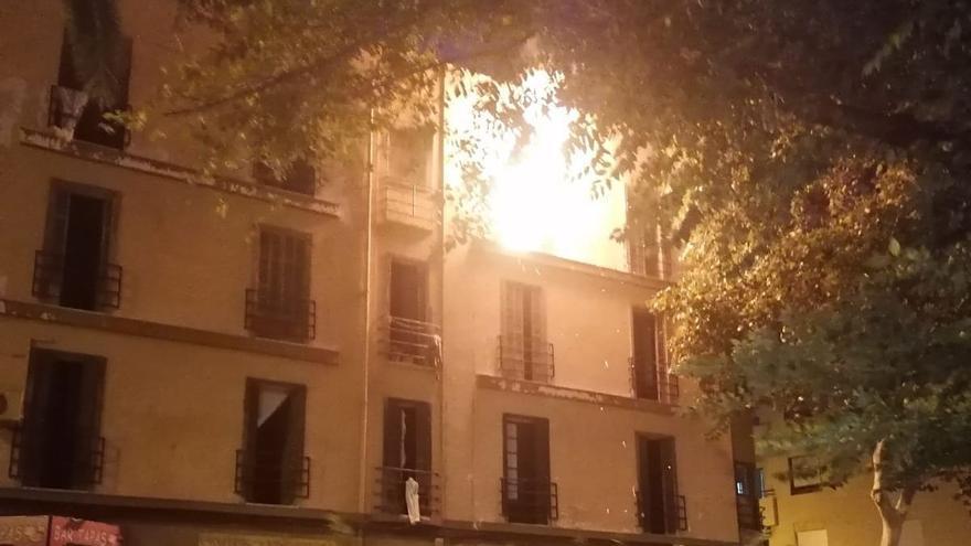 Nach Brand: Rathaus lässt Eingänge eines besetzten Hauses in Palma zubetonieren