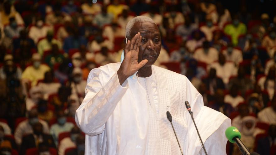 Liberados el presidente y el primer ministro de transición de Mali tras dimitir bajo la presión del Ejército
