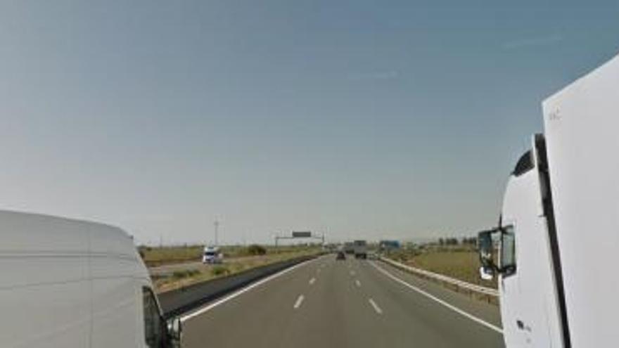 Choque entre 17 vehículos en la A-7 dirección Alicante