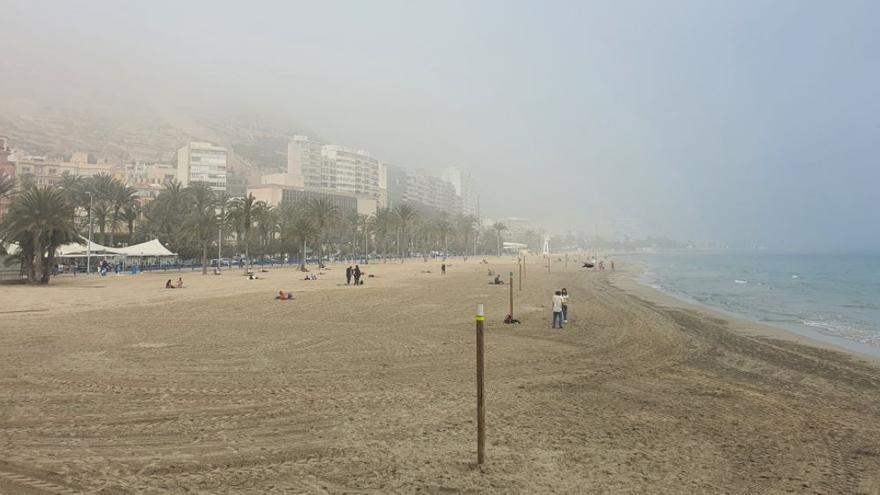La niebla de advección vuelve a cubrir el litoral de Alicante