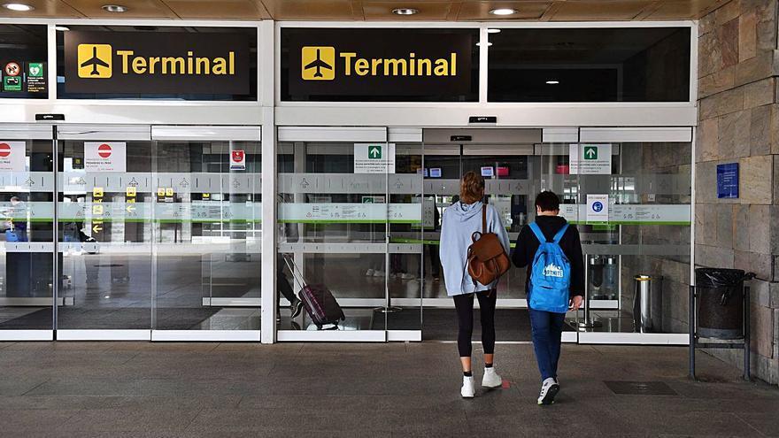 El tráfico en los aeropuertos gallegos llega solo a la cuarta parte del año preCOVID
