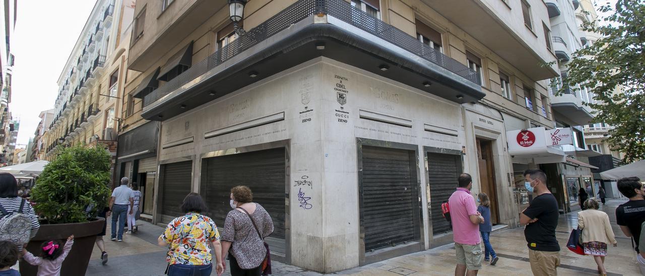 Una esquina comercial que espera un nuevo proyecto en la Rambla de Alicante