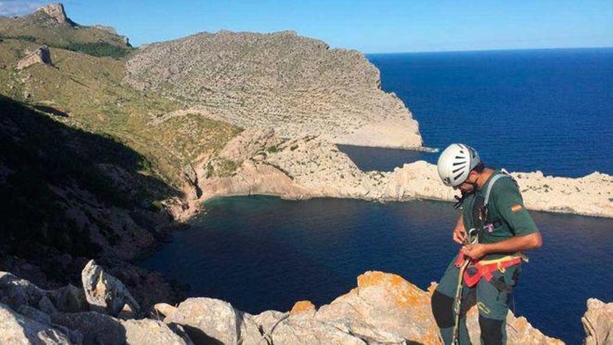 Erfolgreiche Rettungseinsätze in den Bergen und an der Küste