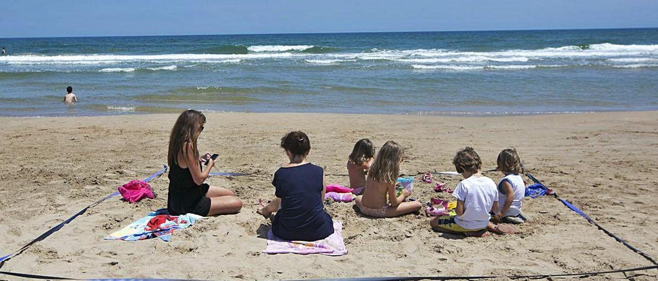 Una empresa sorprende al reclamar a Gandia la patente del kit de playa segura