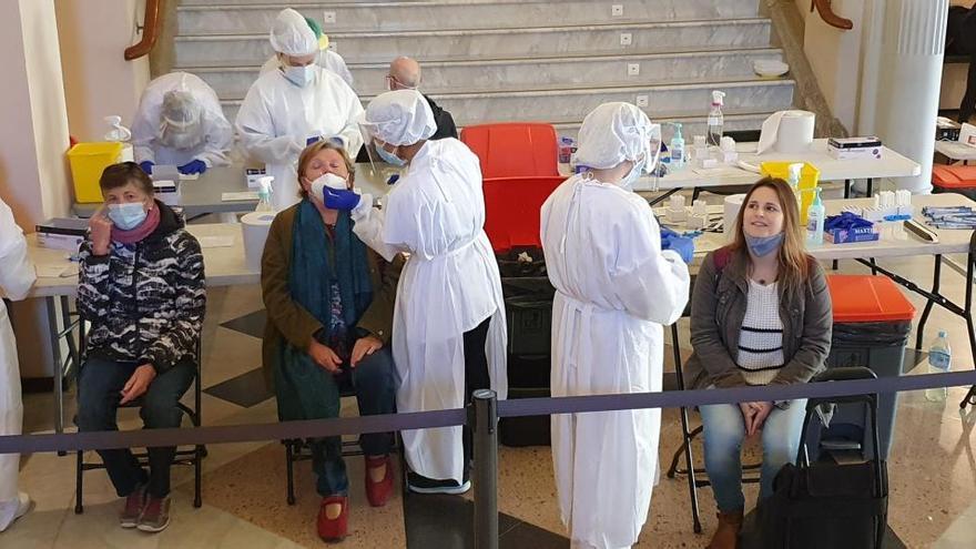 El cribratge intensiu a Figueres realitza més de 3.000 testos d'antígens i permet detectar 36 positius