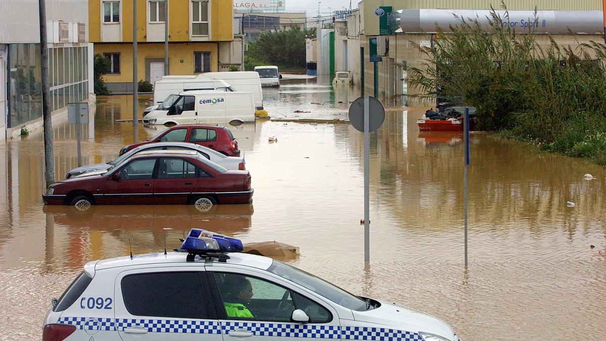 Inundaciones en las inmediaciones del polígo en marzo de 2004.