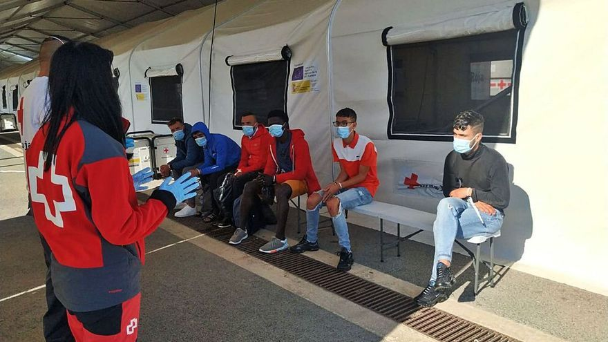 Localizadas nueve personas a bordo de una patera en Xàbia