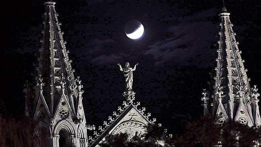 El eclipse de luna se pudo disfrutar desde diferentes puntos de Palma