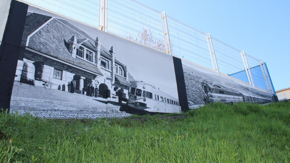 Mural del  colegio Juan XXIII, con los trenes como protagonistas