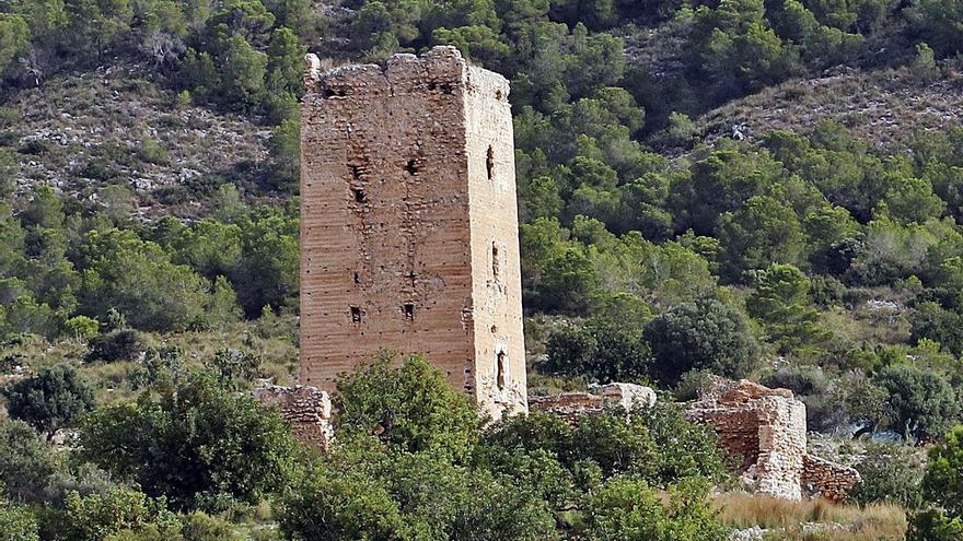 """Llombai alerta del riesgo  de derrumbe """"inminente"""" de la torre del siglo XII"""