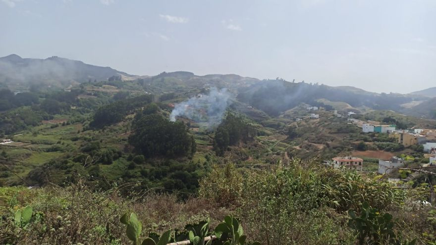 Labores de extinción del conato de incendio en Montaña Alta en Guía (29/07/2021)