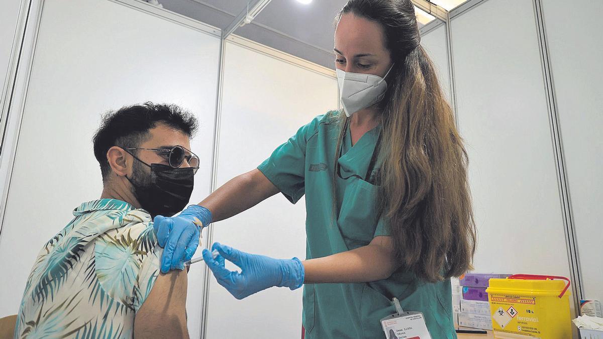 La vacunación masiva de los veinteañeros arrancó el pasado martes en el Auditori de Castelló.