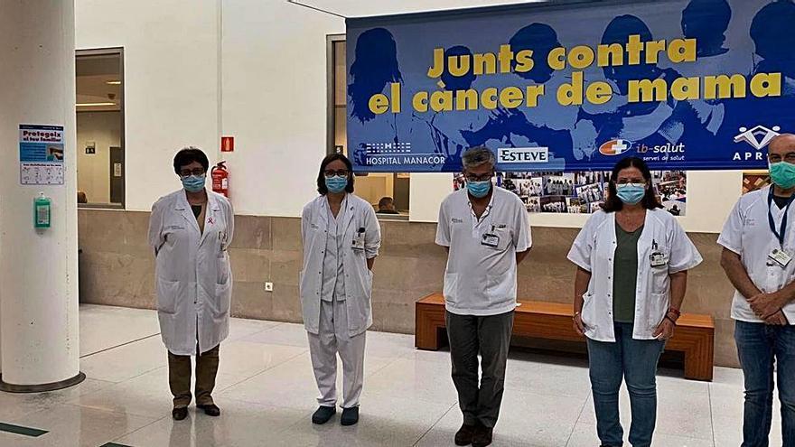 Día Mundial contra el Cáncer de Mama: El hospital de Manacor se suma al homenaje