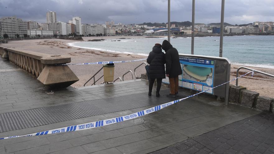 Cerrado el acceso a las playas por la presencia de carabelas portuguesas