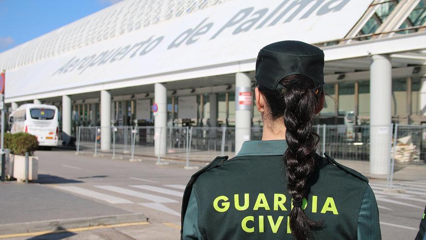 Mallorca-Passagier beißt Mitreisendem ins Ohr und wird festgenommen