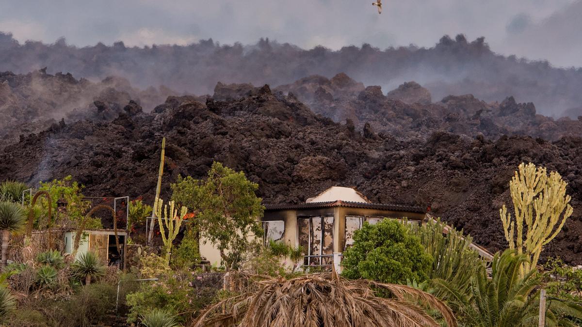 Erupción volcánica en La Palma | La lava se acerca lentamente al mar
