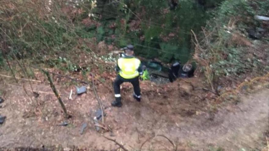 Fallece el copiloto de un vehículo que cayó a la vía del tren en Arbo