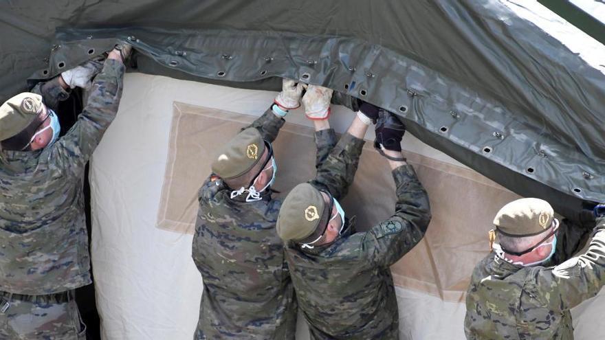 Un regimiento del Ejército de Tierra instala un hospital de campaña en Segovia.