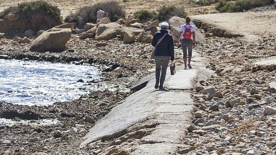 Costas se compromete a regenerar la arena que se ha perdido en la playa de San Juan