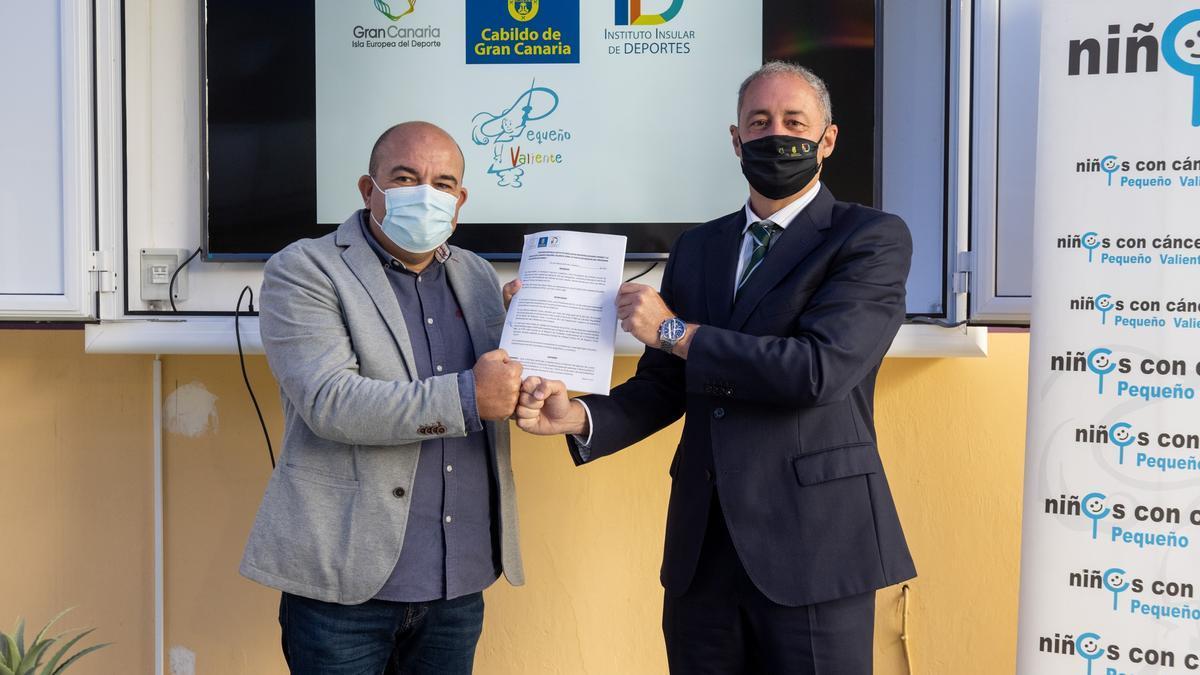 El presidente de la Asociación Pequeño Valiente y el consejero de Deportes del Cabildo de Gran Canaria