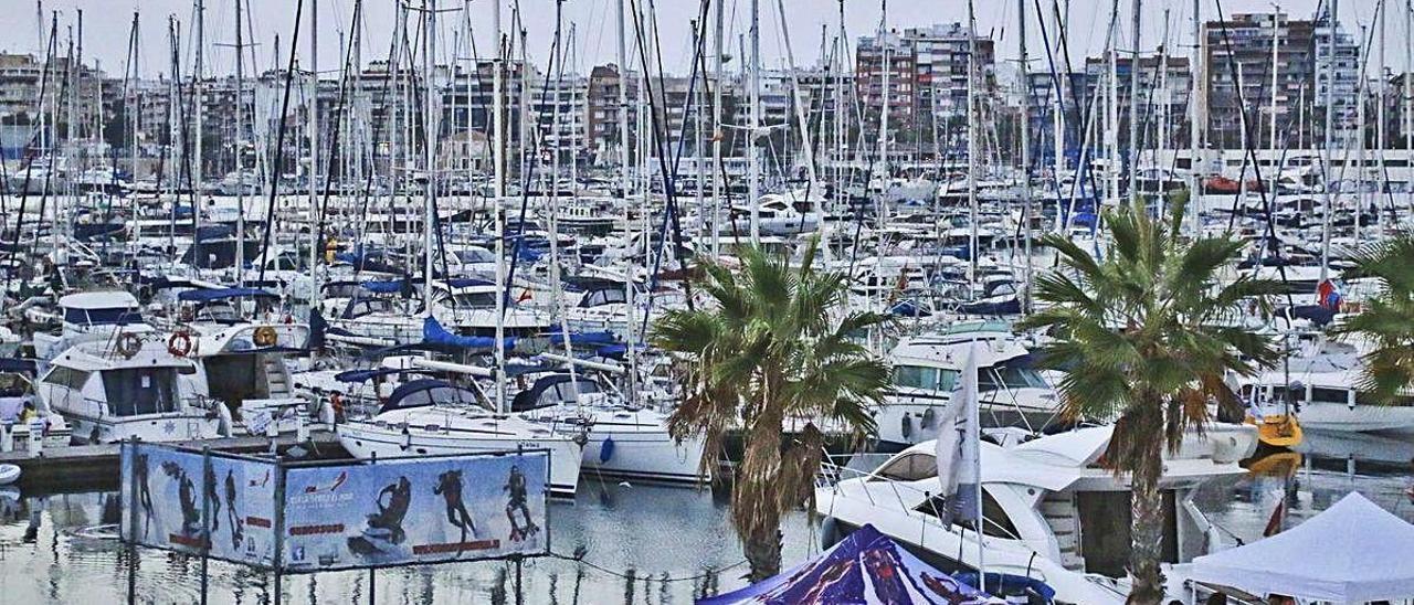 Imagen de archivo del puerto deportivo Marina Salinas.