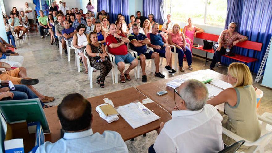 El Plan General se sitúa en el punto de mira de cien vecinos de Playa del Águila y Bahía Feliz