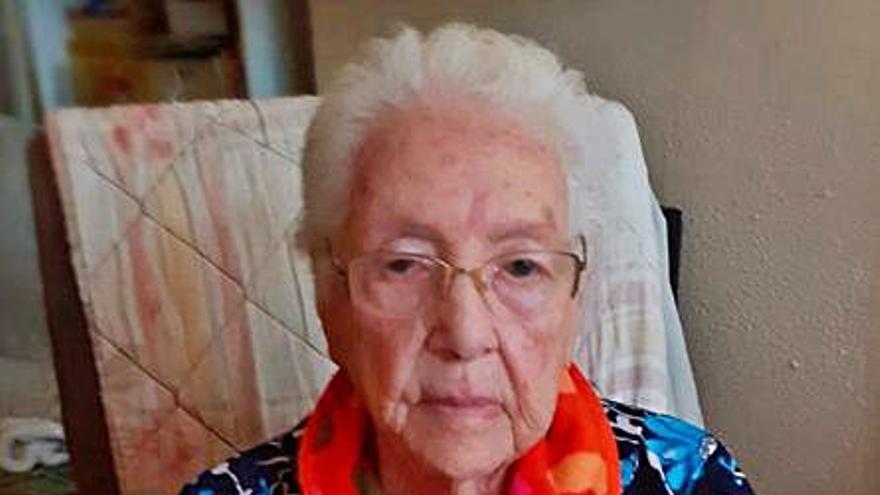 La mujer que cosió paracaídas cumple 100 años en Cullera