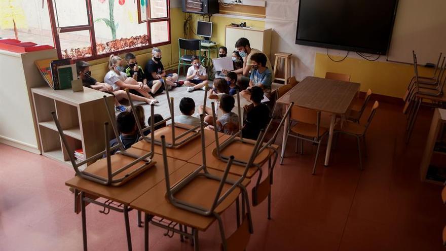Tres aulas de Extremadura inician la formación online mientras cuatro retoman las clases presenciales