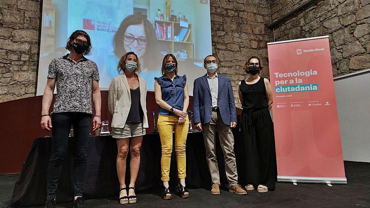 Pere Palà, Joana Barbay, Cristina Cruz, Josep Gili i Gemma Rojas. A la pantalla, Cristina Colom | CARLES BLAYA