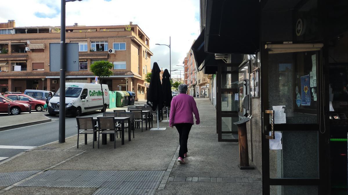 Acera de la calle Sor Valentina, a la altura de Los Monges, por donde pasó la motocicleta.