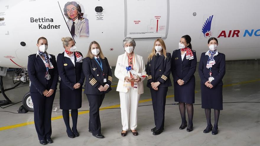 """Air Nostrum bautiza un avión con el nombre de la """"pionera"""" Bettina Kadner"""
