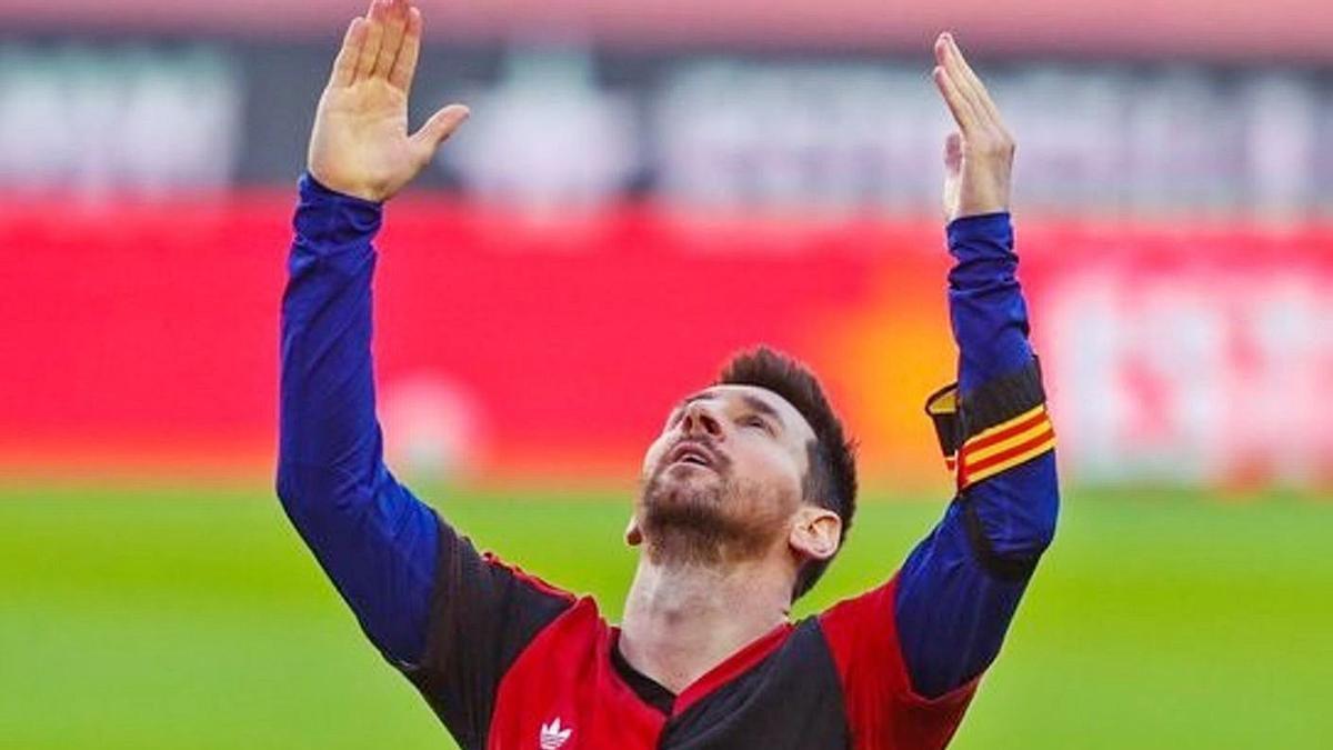 Messi lució la camiseta  del Newell's Old Boys con el «10» de Maradona tras marcar . | E.P.