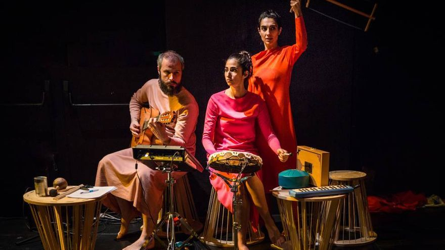 El Arniches aguanta con Alba Flores en una obra de Brecht y con circo-flamenco