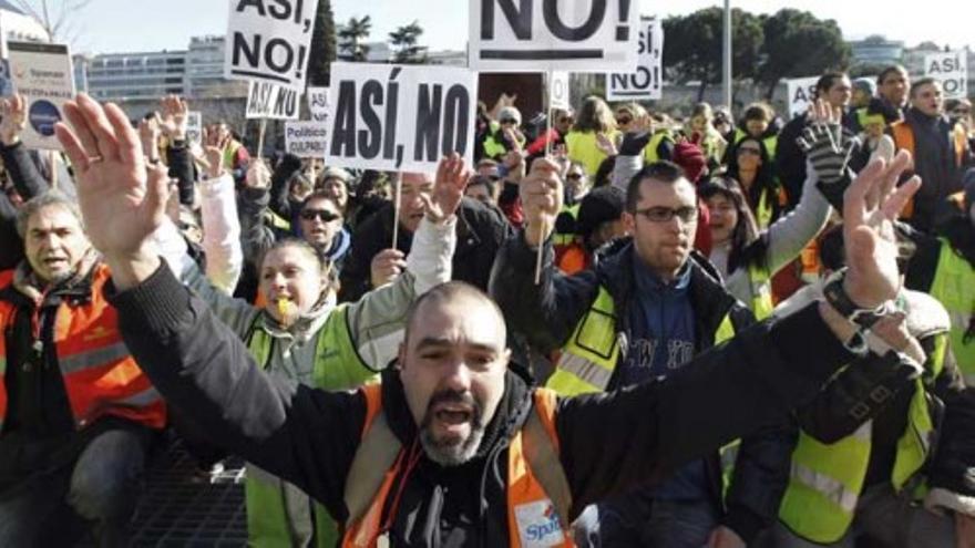 Los trabajadores de Spanair protestan ante Fomento