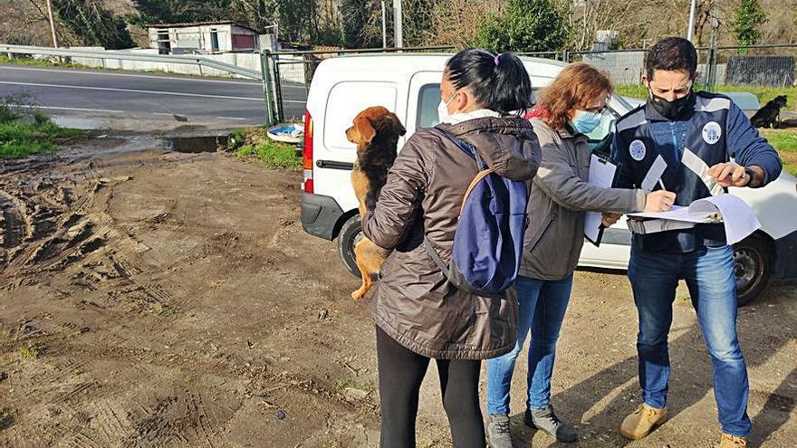 La Policía actúa por el estado de unos perros en Bora