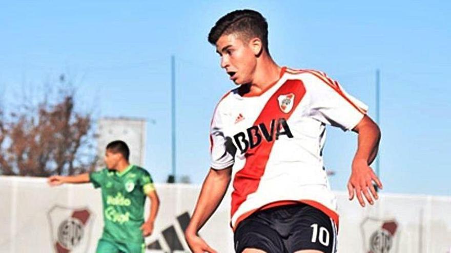 Julián Ávarez, un delantero que gusta en el Valencia CF