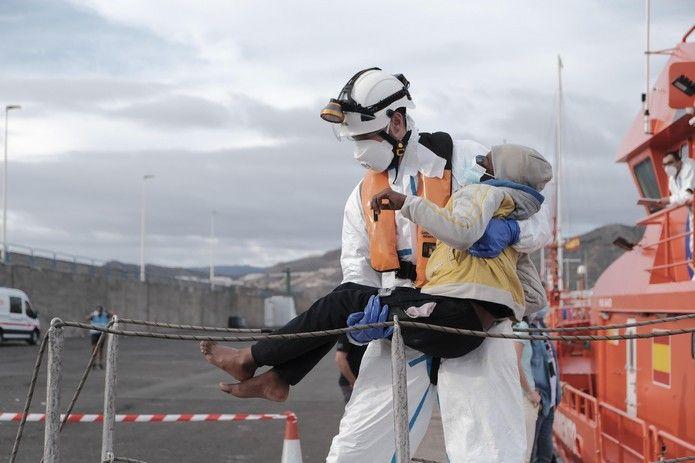 Rescatan una patera con 36 migrantes al sur de Gran Canaria