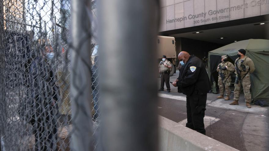 Comienza el juicio contra el policía acusado de la muerte de George Floyd