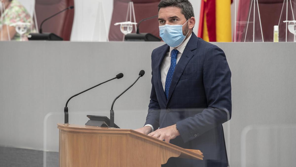 El consejero de Agua, Antonio Luengo, durante su intervención en la Asamblea