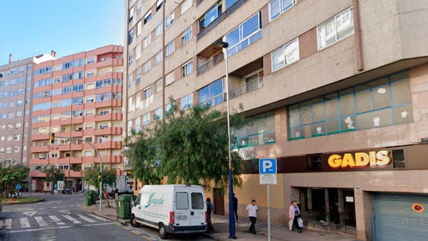 Detenido tras atracar a una empleada de un supermercado en la Travesía de Vigo