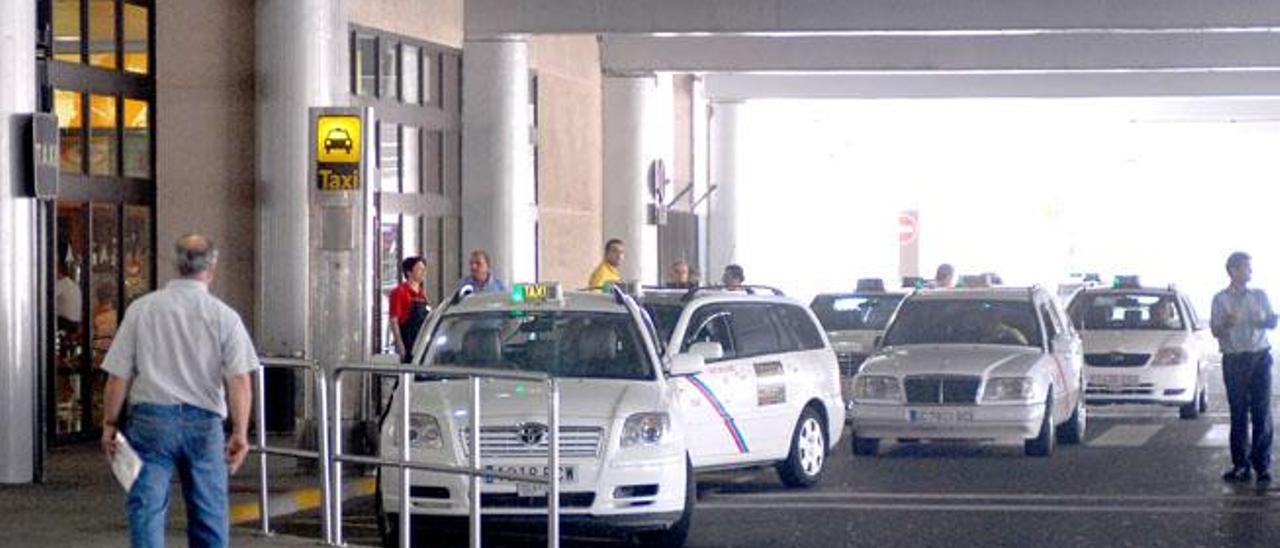 Parada de taxis del aeropuerto de Gran Canaria.