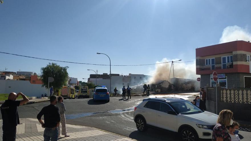Incendio en una casa abandonada en Ingenio