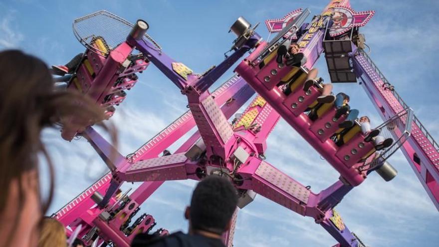 Los feriantes quieren abrir el día 15  un parque de atracciones en Santa Cruz