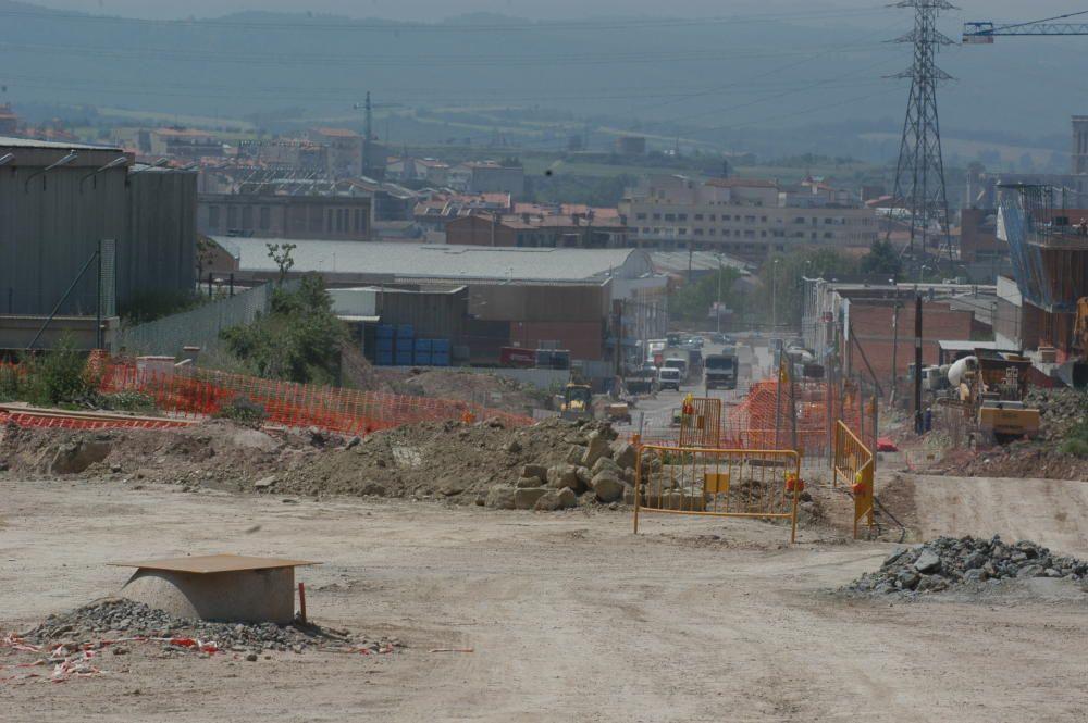 Obres d'urbanització als carrers del polígon, el 2006