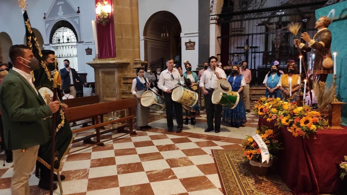 Misa en honor de San Isidro celebrada en la Catedral de la Capiña, en Bujalance.