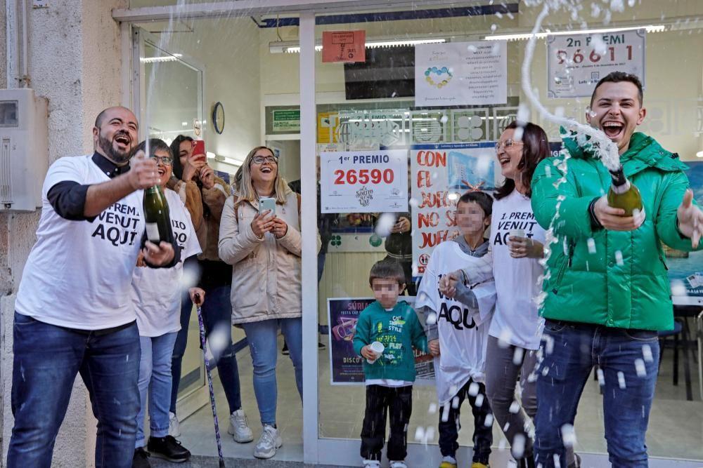 El municipio de Súria (Barcelona) ha repartido 8 millones de euros del primer premio (26.590) del Gordo de Navidad.