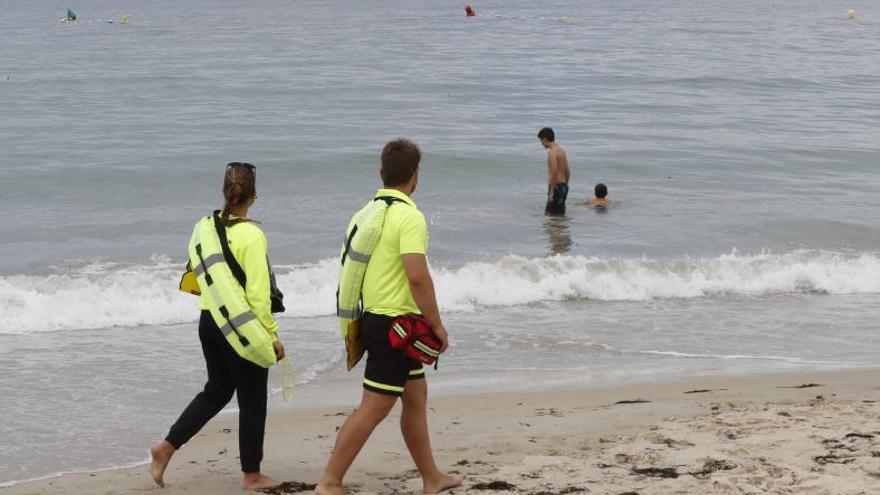 El servicio de socorrismo de las playas atendió 25 auxilios cada día