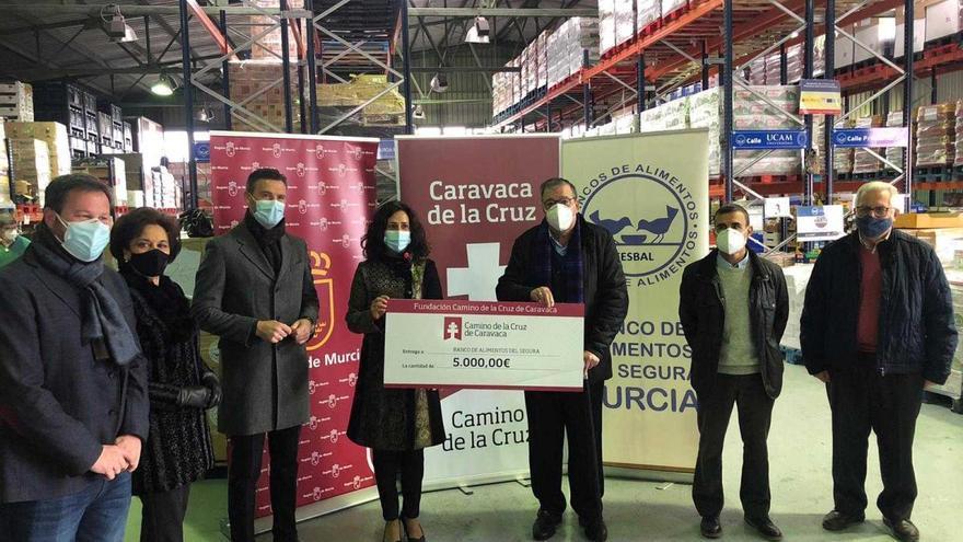 La Fundación Camino de la Cruz realiza una donación al Banco de Alimentos del Segura